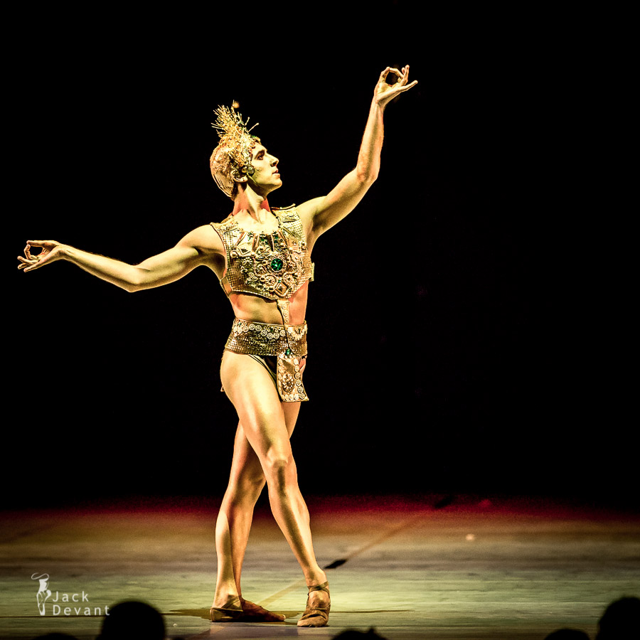 Golden Idol from La Bayadere by Bruno Micchiardi and Tallin Ballet School students, new choreography by Thomas Edur