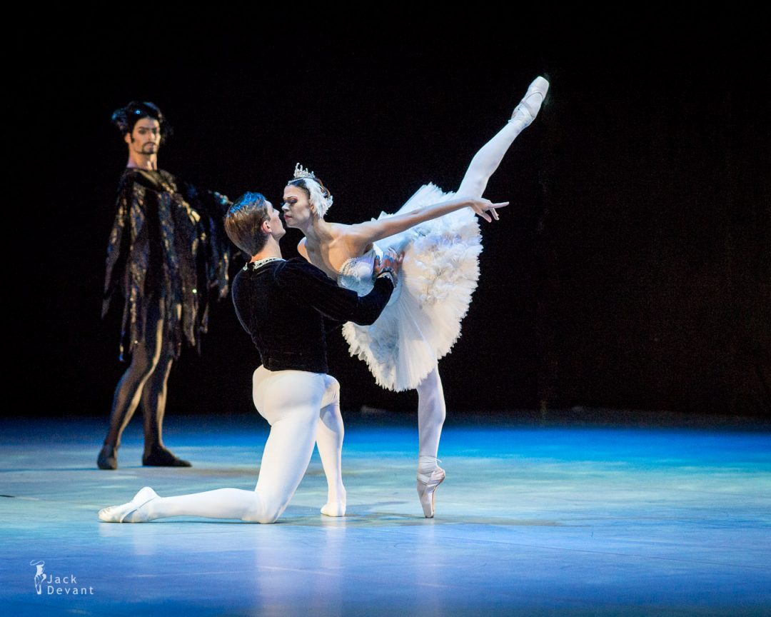 Galina Rohumaa as Odette/Odile and Maksim Chukaryov as Prince Siegfried