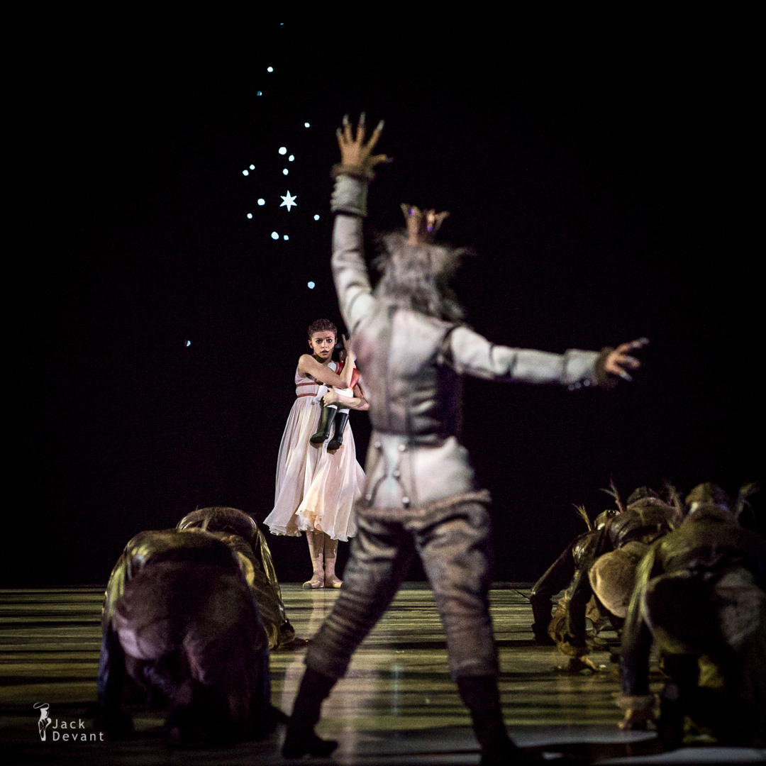 Oksana Bondareva as Masha and Nikolay Korypayev as Mouse King