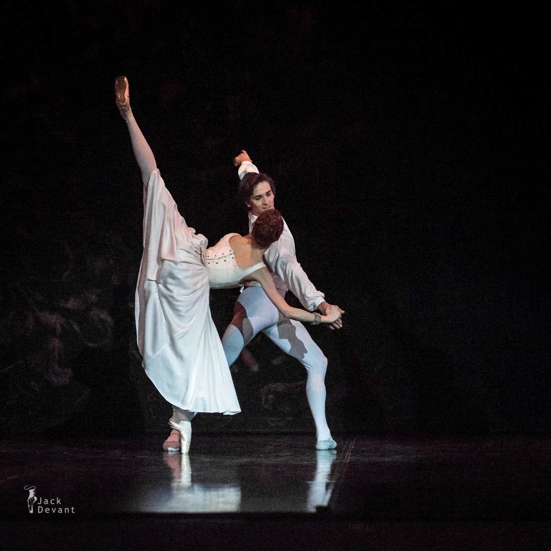 Alena Shkatula as Manon and Friedemann Vogel Bedroom act 2-101