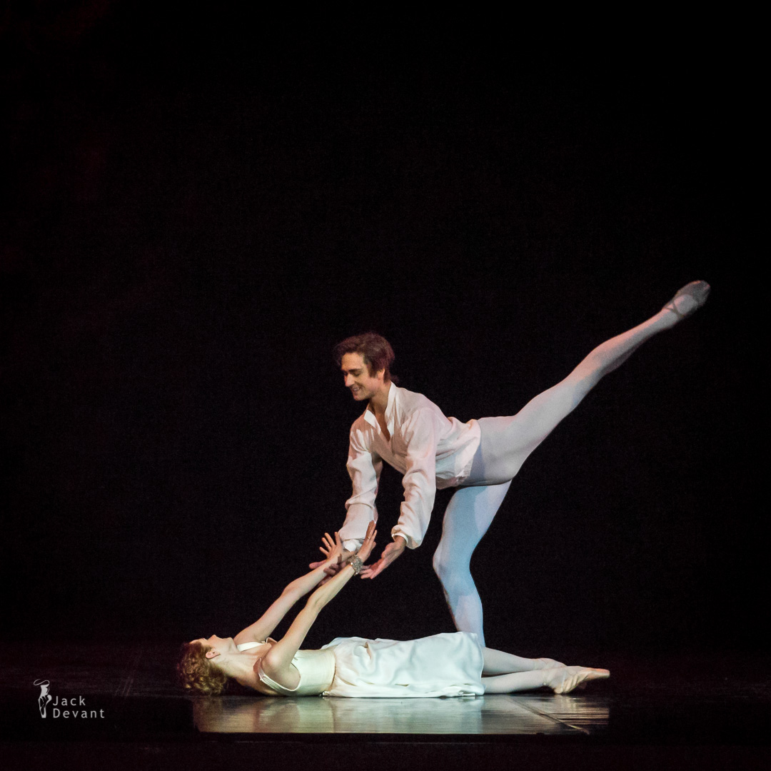 Alena Shkatula as Manon and Friedemann Vogel Bedroom act 2-102