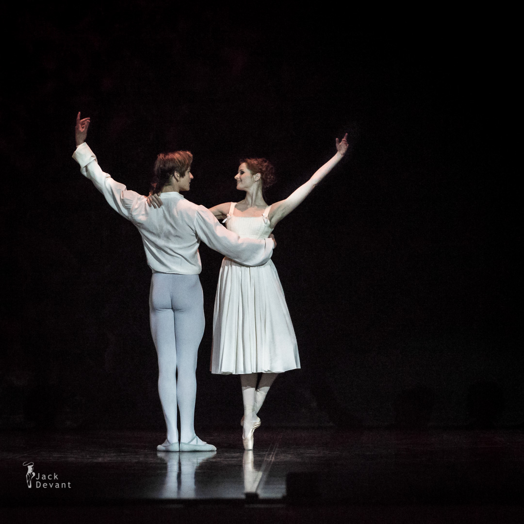 Alena Shkatula as Manon and Friedemann Vogel Bedroom act 2-105