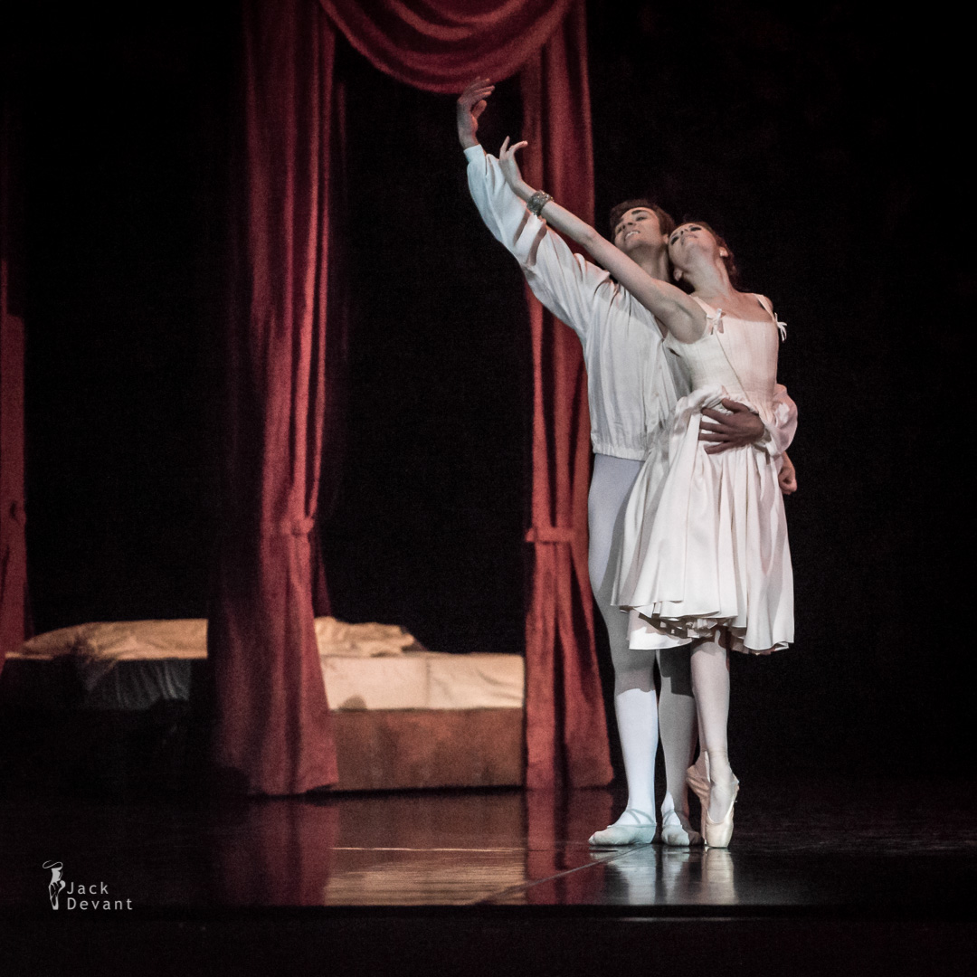Alena Shkatula as Manon and Friedemann Vogel Bedroom act 2-106