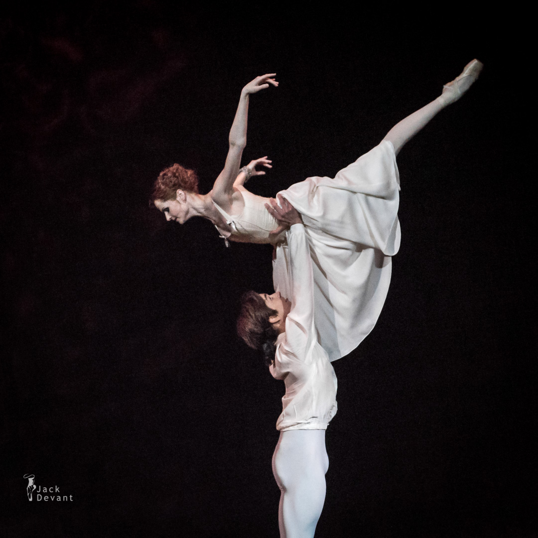 Alena Shkatula as Manon and Friedemann Vogel Bedroom act 2-107