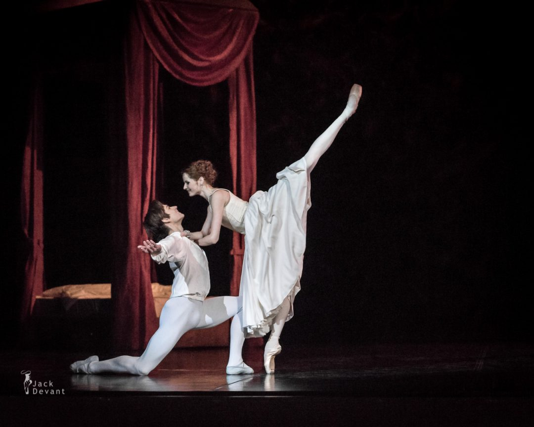 Alena Shkatula as Manon and Friedemann Vogel Bedroom act 2-110