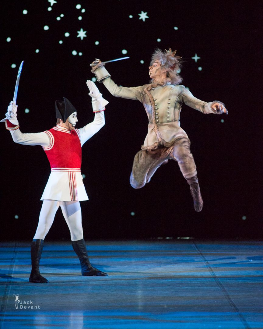 Denis Matvienko as Prince and Nikolay Korypayev as The Mouse King
