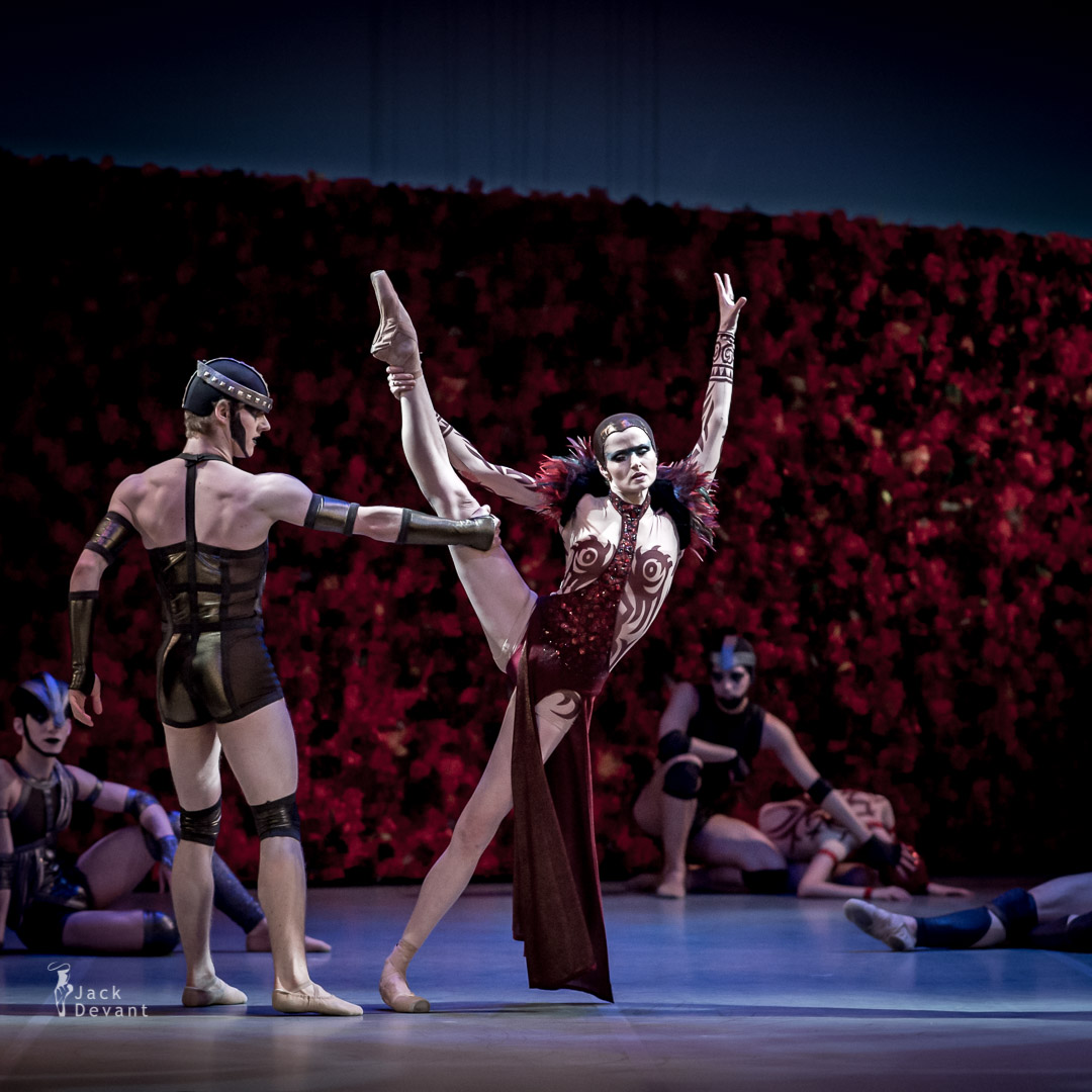 Alena Shkatula as Medea Jonathan Hanks as Iason