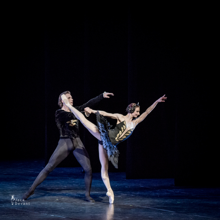 Swan Lake pdd by Desislava Stoeva as Odile, Kenneth Greve as Prince