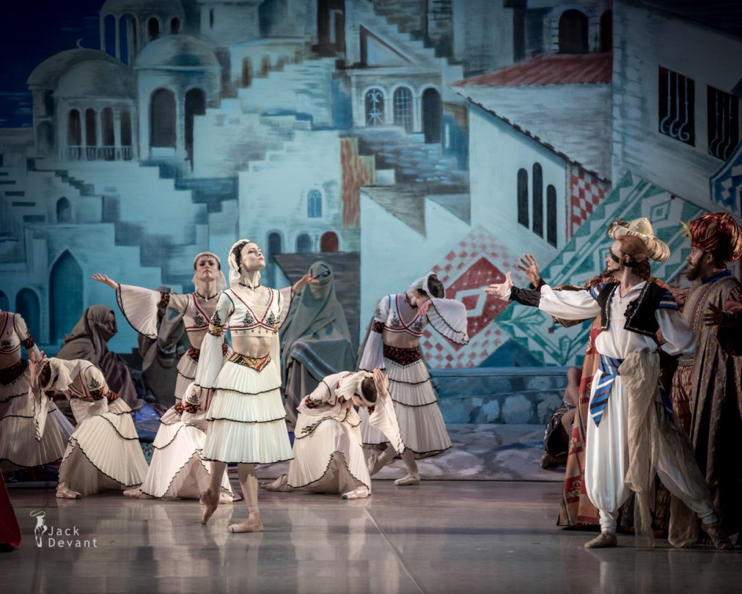Kristina Shapran as Medora and Alexander Omar as Isaac Lankedem in Le Corsaire