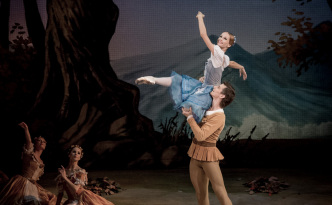 Anna Kuligina and Ivan Zaytsev as peasants in Giselle