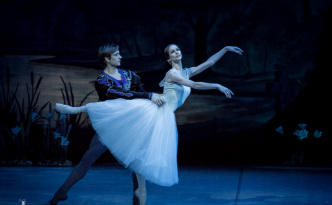 Polina Semionova and Friedemann Vogel in Giselle