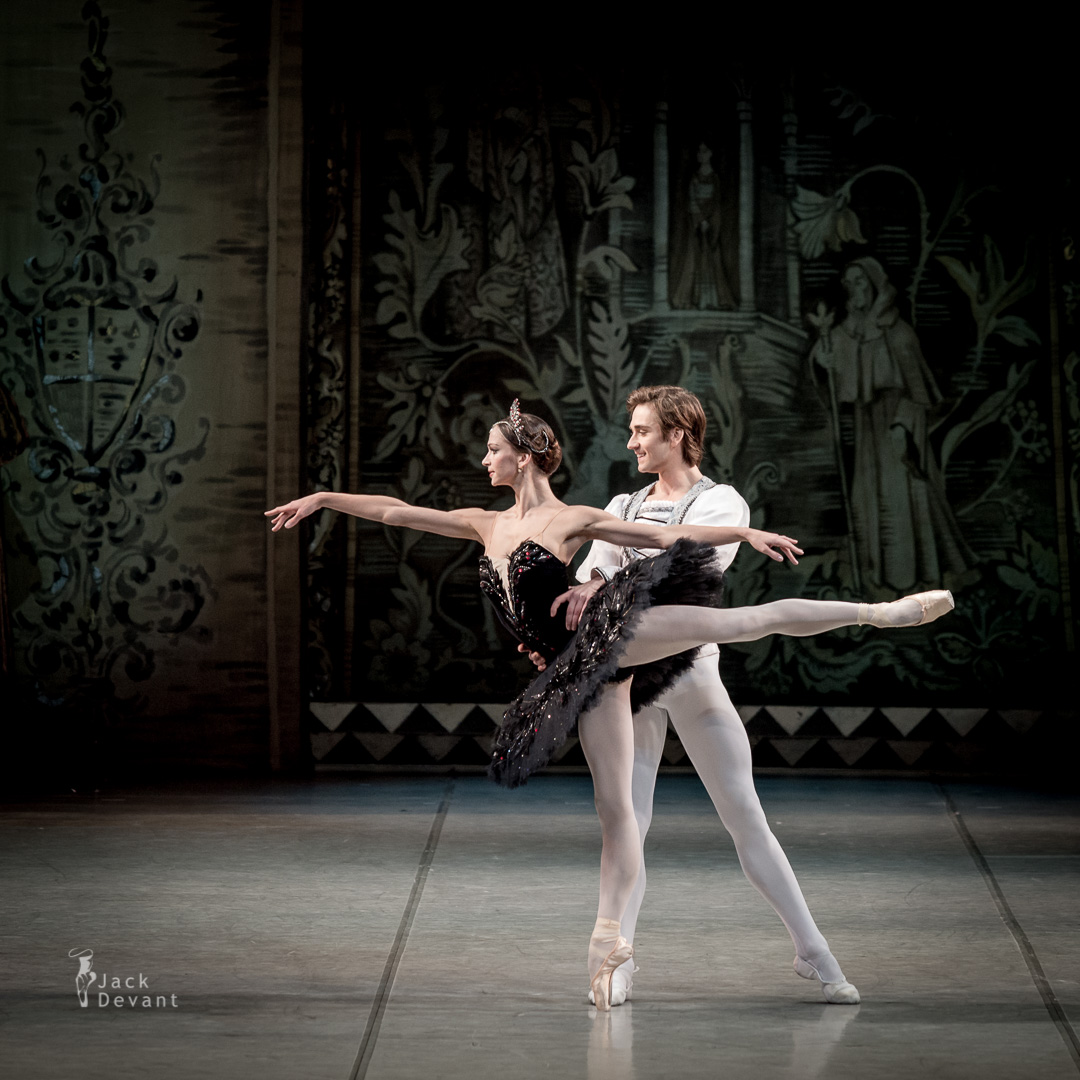 Swan Lake PDD by Polina Semionova and Friedemann Vogel
