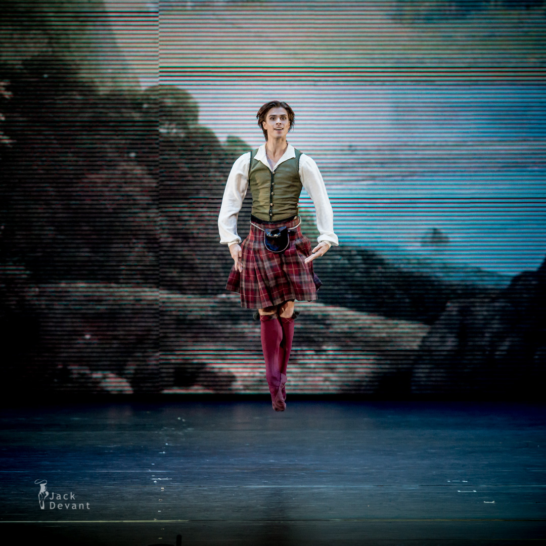 Anna Tikhomirova and Artem Ovcharenko in La Sylphide pdd