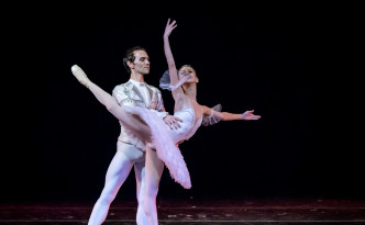 Anastasia Stashkevich and Vyacheslav Lopatin in The Nutcracker