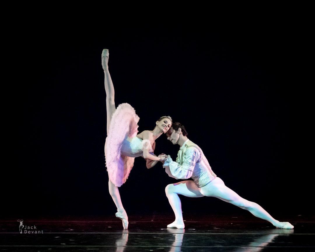 Anastasia Stashkevich and Vyacheslav Lopatin in The Nutcracker (Lo Schiaccianoci), music by Pyotr Tchaikovsky, choreography by Lev Ivanov, after Marius Petipa