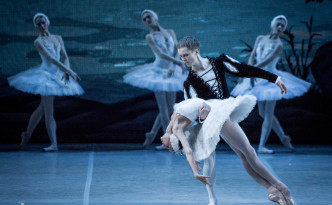 Alisa Sodoleva debut as Odette in Swan Lake