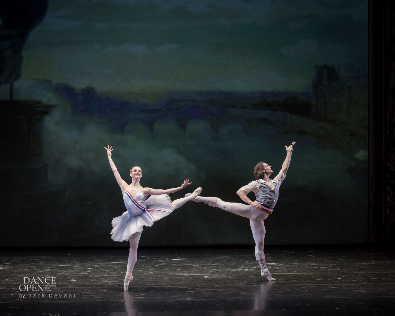 Elizaveta Cheprasova and Ivan Vasiliev in The Flames of Paris