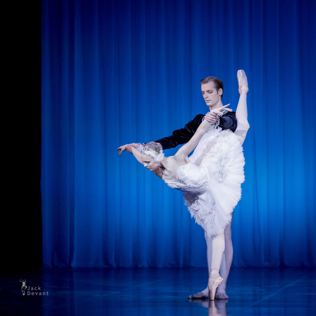 Ketlin Oja and Gabriel Davidsson in Swan Lake, Odette Adagio