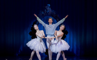 Karina Laura Leshkin, Carolina Sumarok ja Rudolf Bauman in Ocean and Pearls
