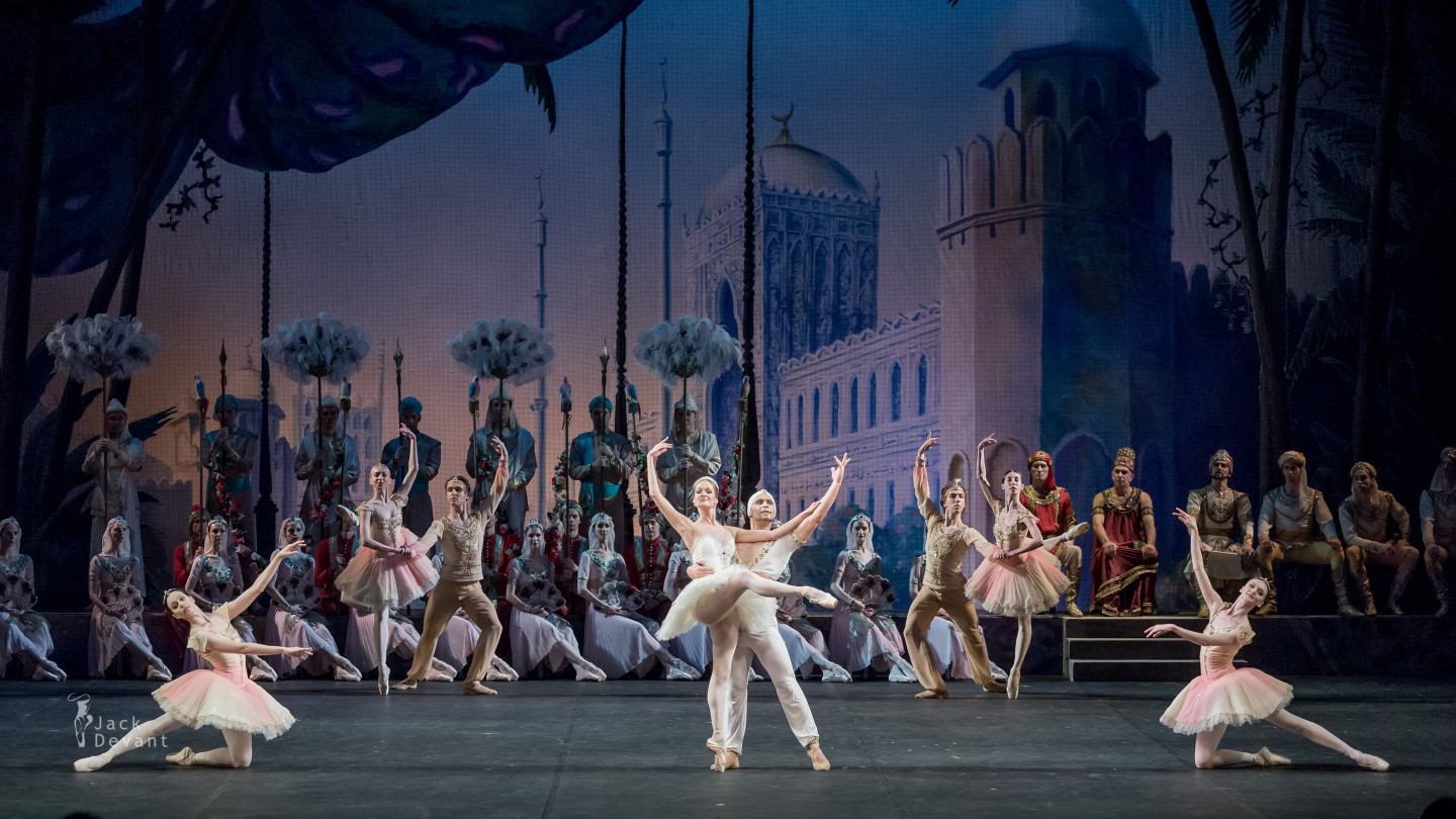 Ekaterina Borchenko and Ivan Vasiliev in La Bayadere