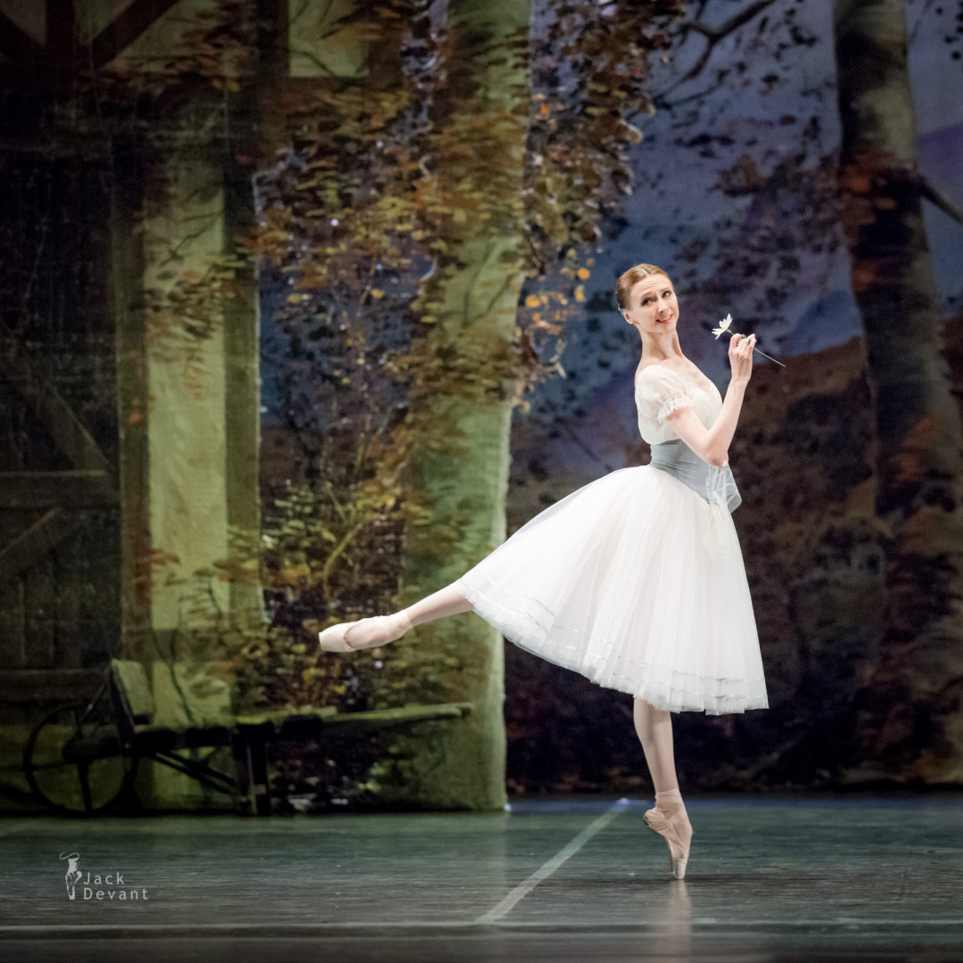 Svetlana Zakharova and Sergei Polunin in Giselle 1st act