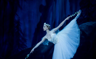 Luisa Ieluzzi as Myrtha, Queen of the Willis in Giselle