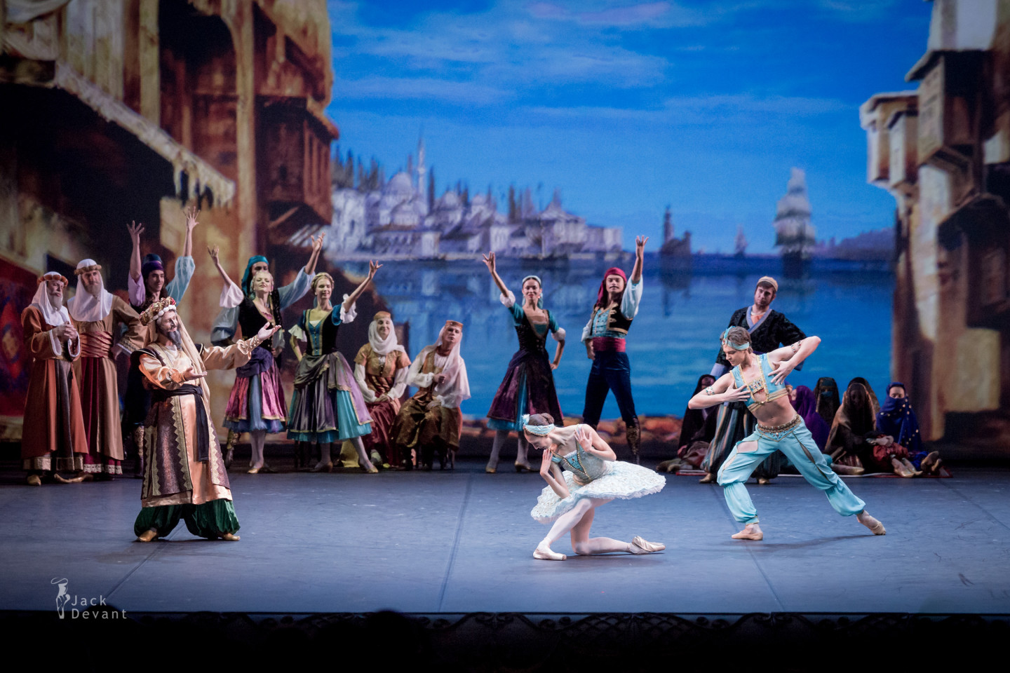 Le Corsaire Astkhik Ogannesian and Victor Lebedev in Pas des esclaves, Aleksey Malakhov as Seyd Pasha