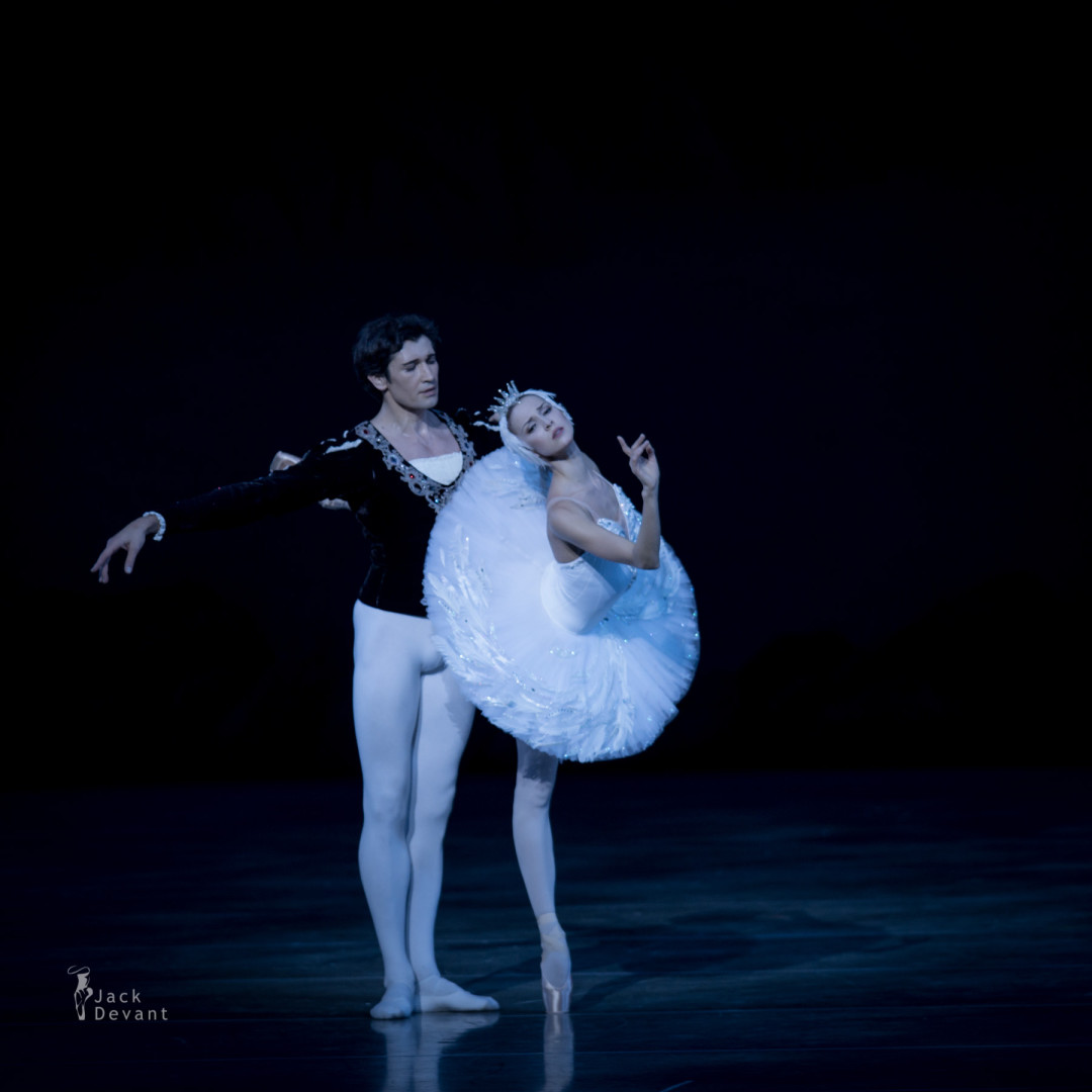 Alina Somova and Danila Korsuntsev in Swan Lake adagio