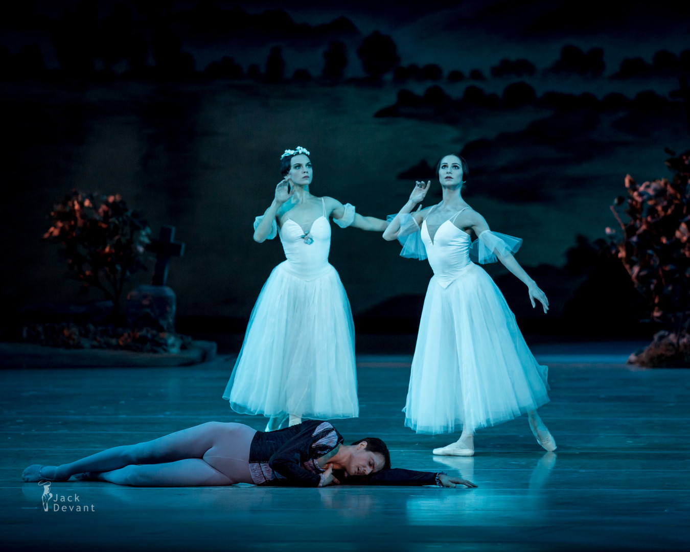 Oxana Skorik and Yevgeny Ivanchenko in Giselle II act