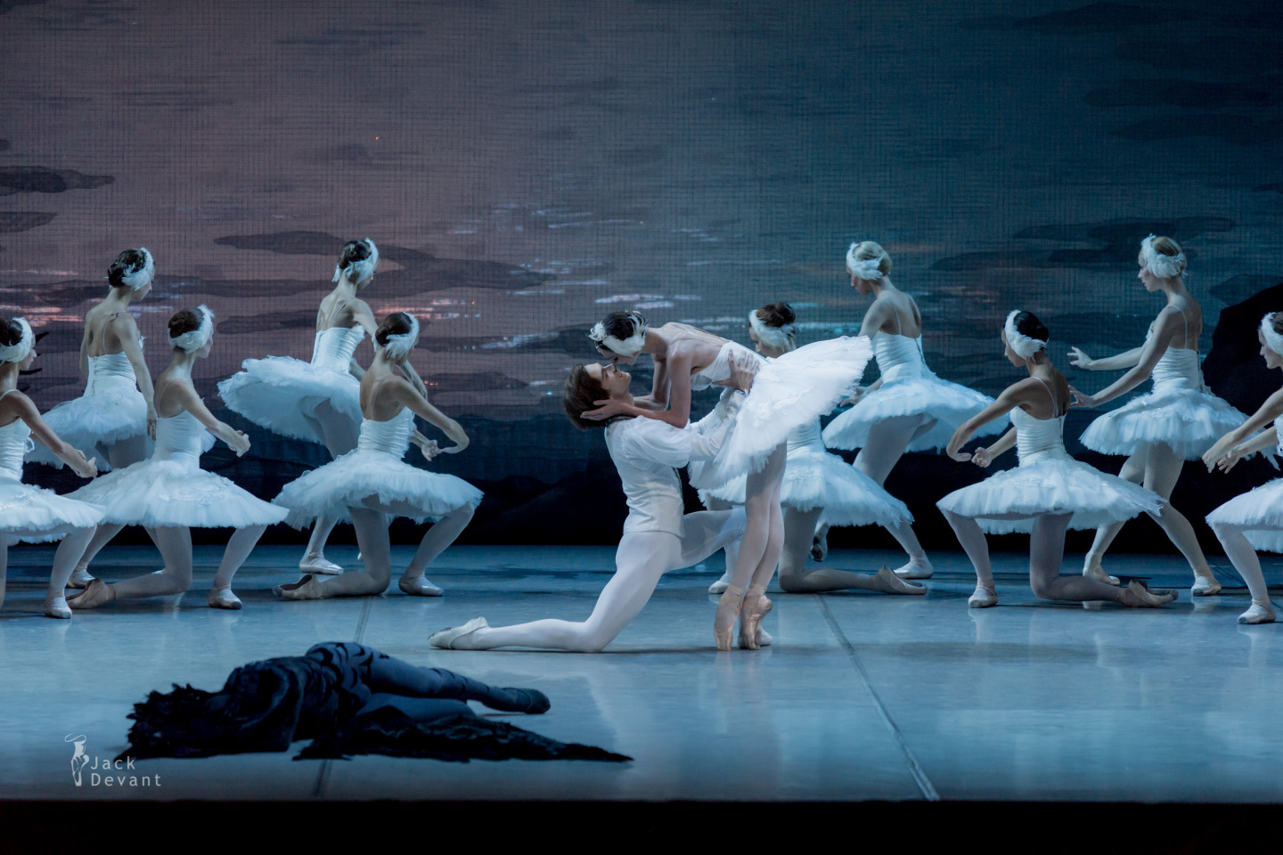 Polina Semionova and Friedemann Vogel in Swan Lake final