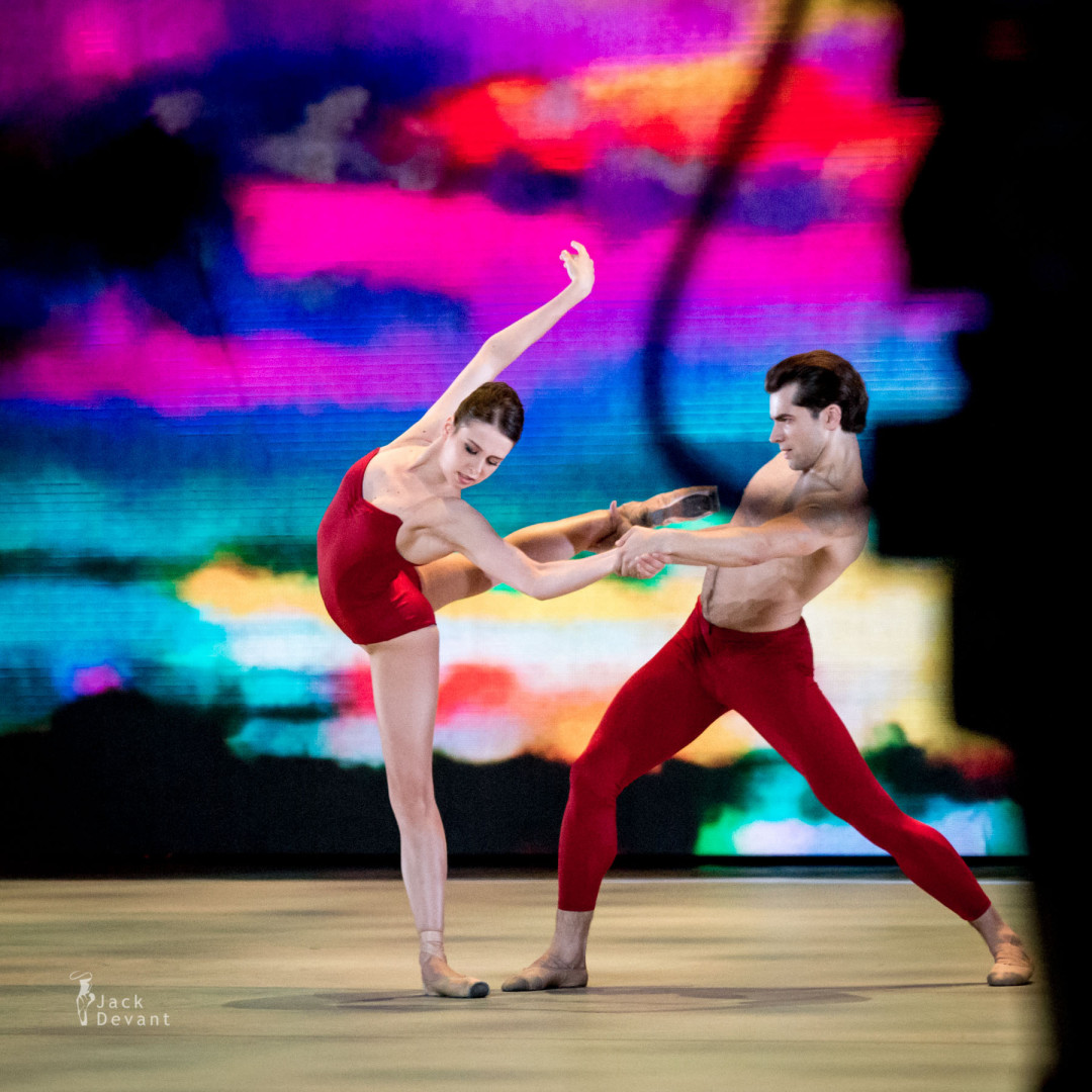 Daria Khokhlova and Igor Tsvirko in Bells Pas