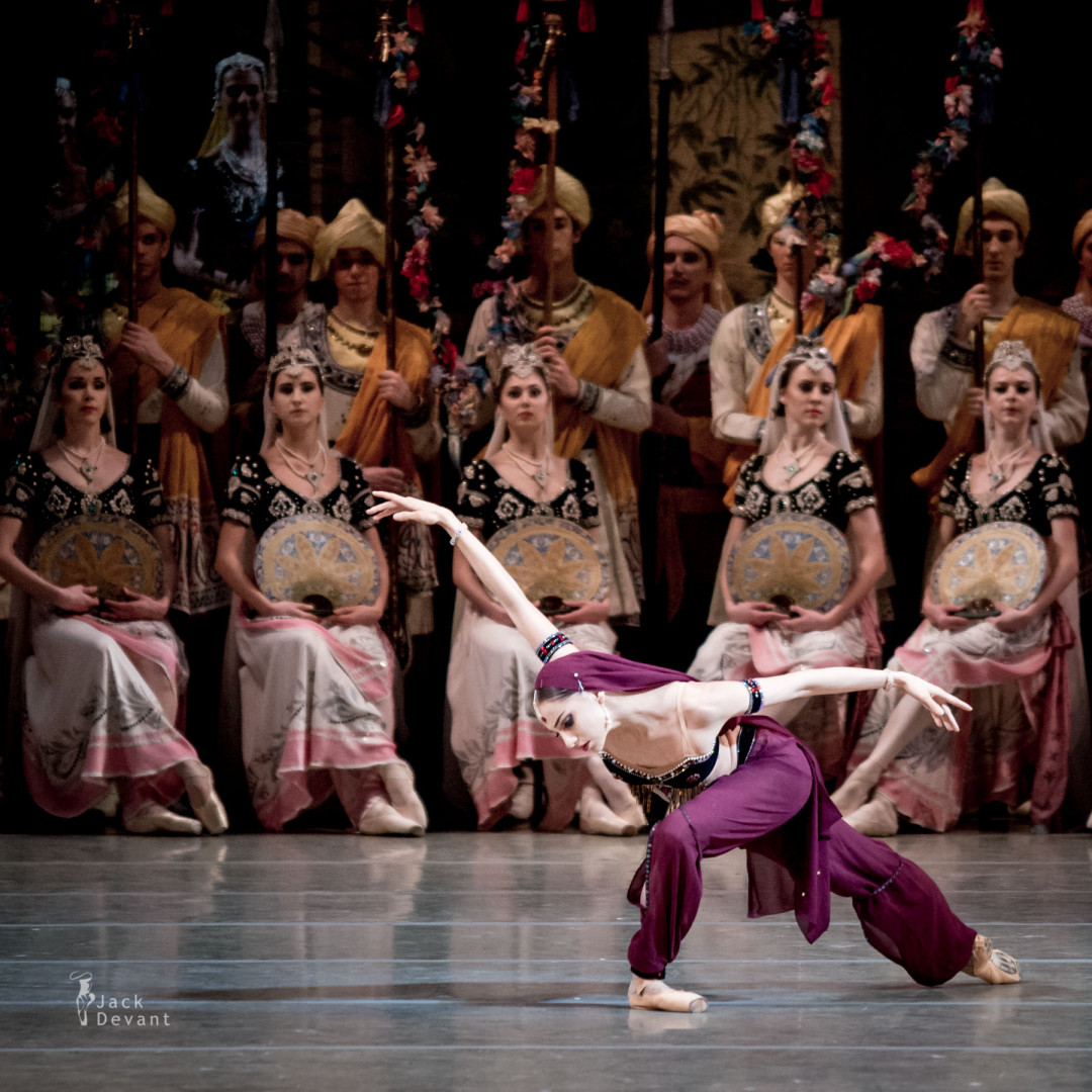 Oksana Skorik in Nikiya variation, dance with flower basket