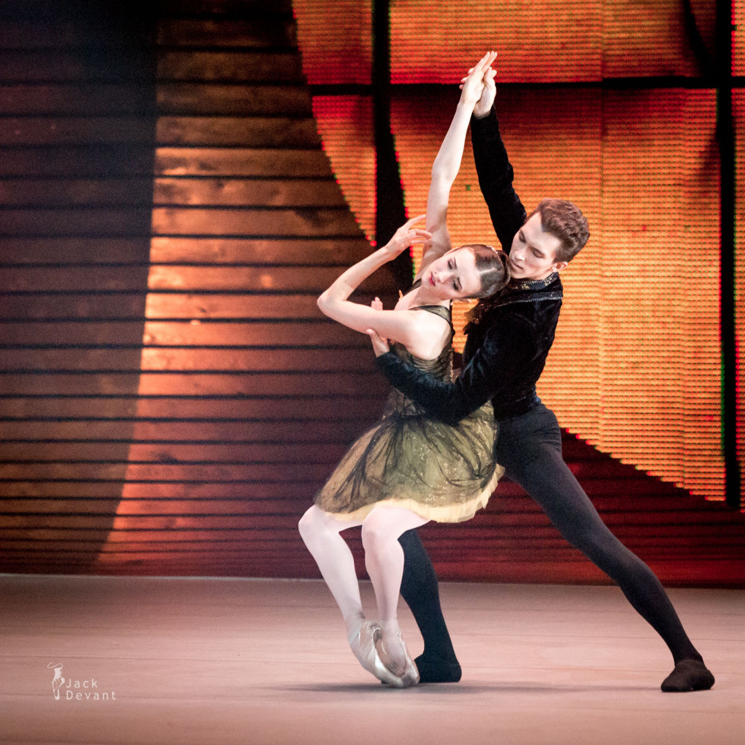 Inna Bilash and Nikita Tchetverikov in Rococo variations