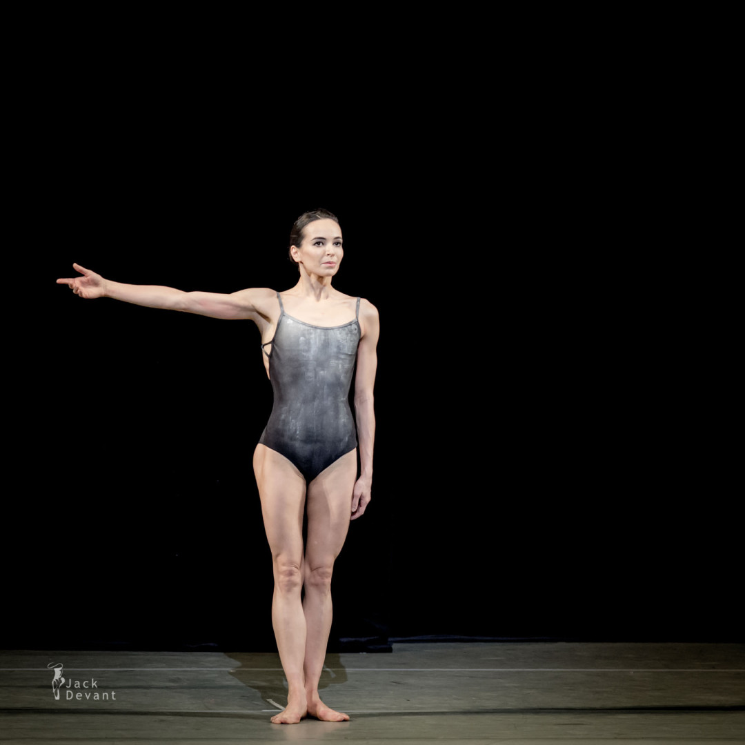 Diana Vishneva (Rus. Диана Вишнёва) in Switch, music by Danny Elfman, choreography by Jean-Christophe Maillot