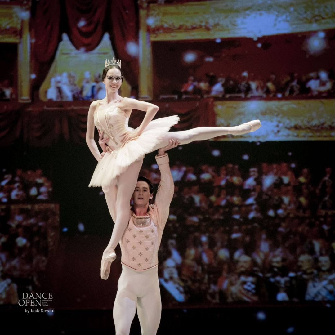 Viktorina Kapitonova and Alexander Jones in Le Grand pdd by Christian Spuck