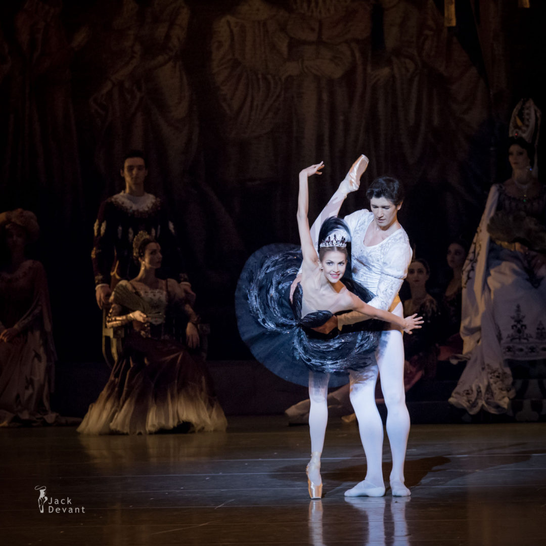 Alina Somova and Danila Korsuntsev in Swan Lake PDD