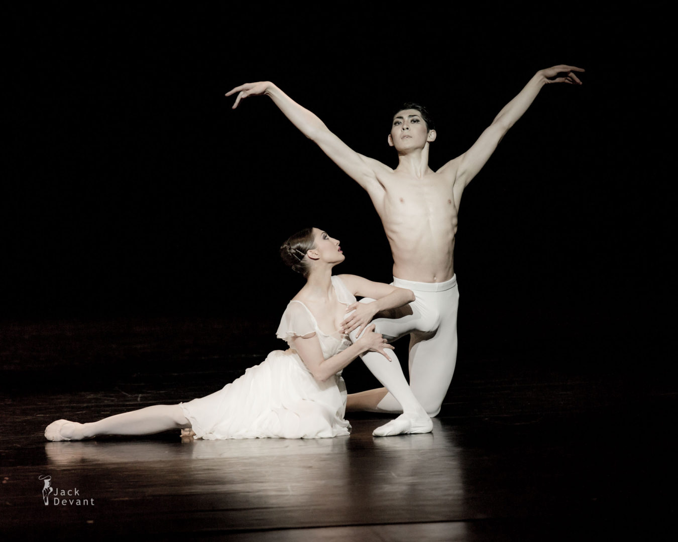 Anastasia Zaklinskaya and Zhanibek Akhmediev in Leda and Swan