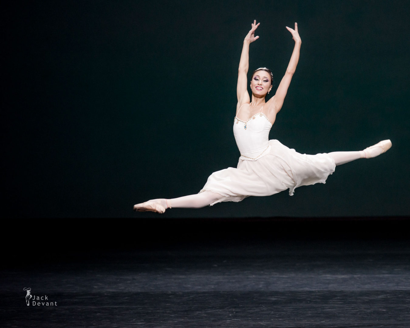 Madina Basbaeva (Мадина Басбаева) grand jete in The Talisman