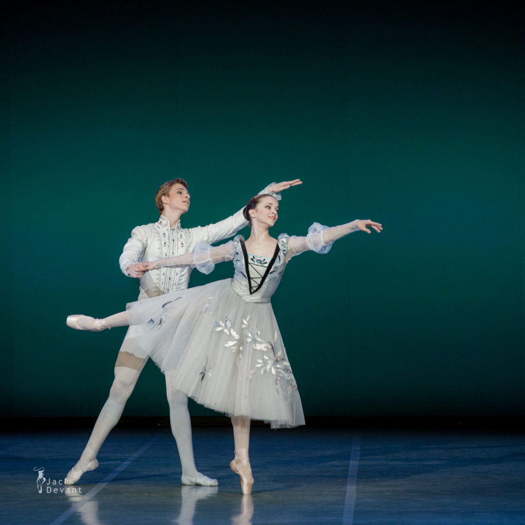 Karina Laura Leshkin and Taras Titarenko in Swan Lake pas de trois