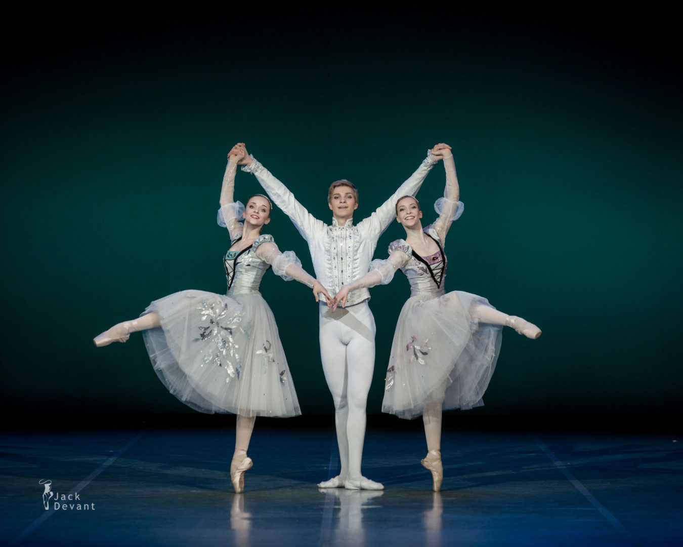 Carolina Sumarok, Karina Laura Leshkin and Taras Titarenko in Swan Lake pas de trois