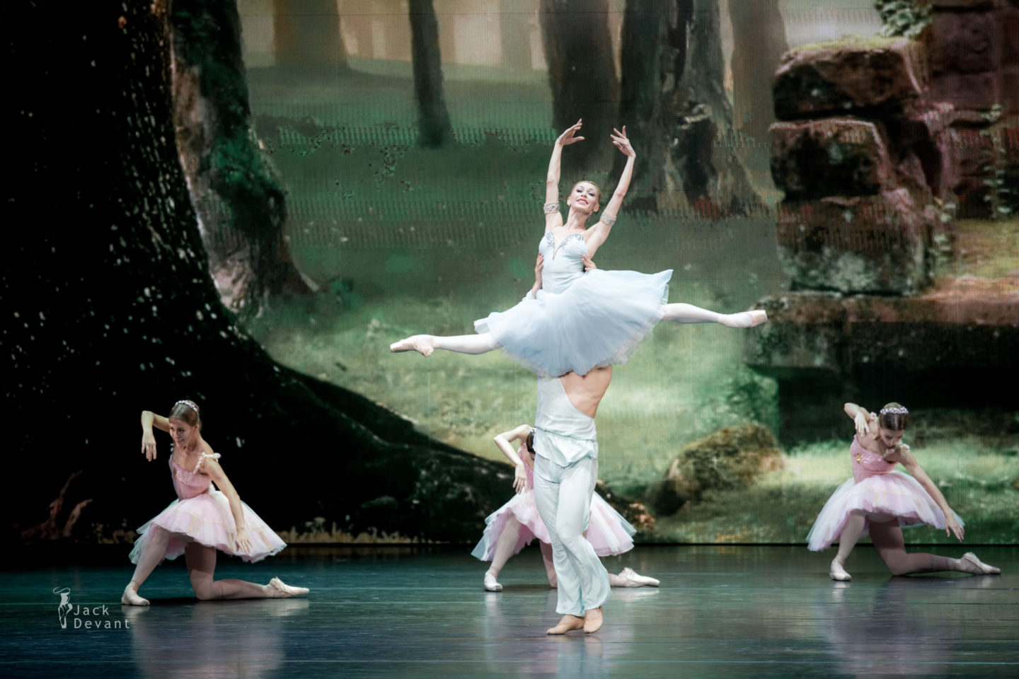 Iana Salenko, Ivan Vasiliev and troupe of Kremlin ballet in The Talisman
