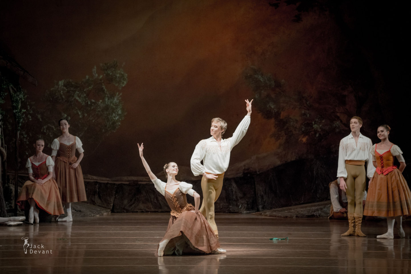 Tatiana Tiliguzova and Alexey Popov in Giselle