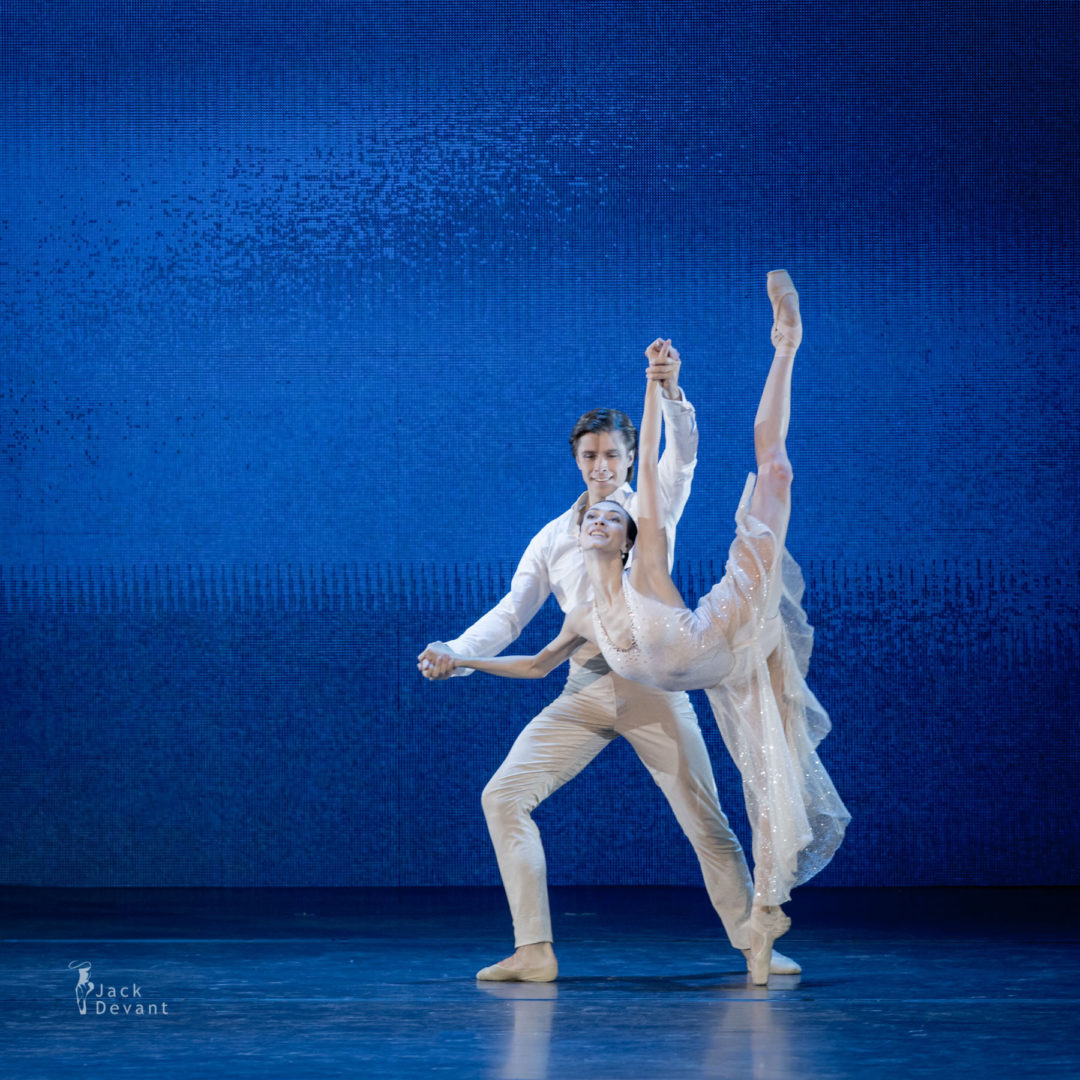 Olga Smirnova (Rus. Ольга Смирнова) and Artem Ovcharenko (Rus. Артем Овчаренко) in The Nutcracker Company adagio