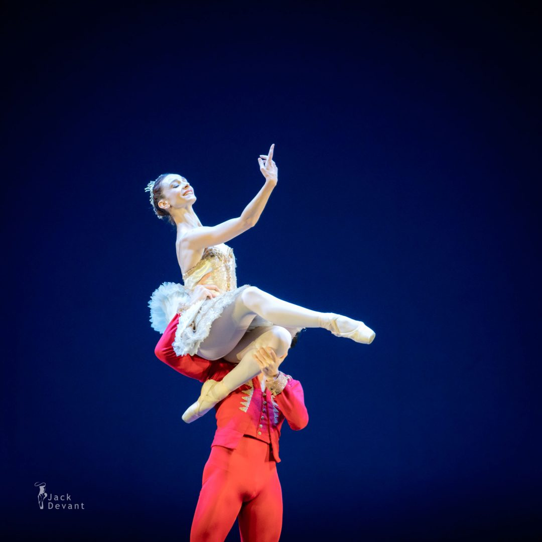 Anbeta Toromani and Alessandro Macario in Lo Schiaccianoci (The Nutcracker)