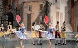 Ekaterina Ivanova and Elena Solomyanko as Kitri's friends in Don Quixote