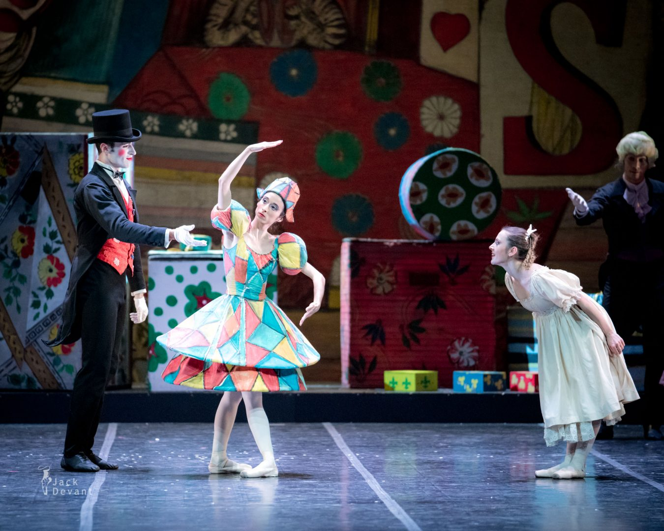 Valerio Polverari as Drosselmeier Elisa Aquilani as Arlecchina in The Nutcracker (Schiaccianoci)