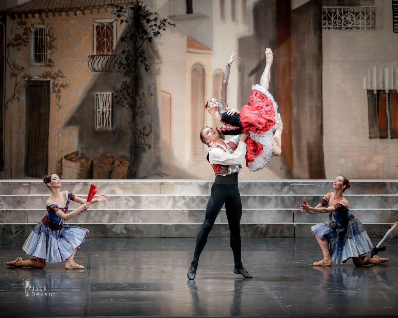 Oksana Kardash (Rus. Оксана Кардаш) as Kitri and Dmitry Sobolevsky (Rus. Дмитрий Соболевский) as Basil in Don Quixote ballet