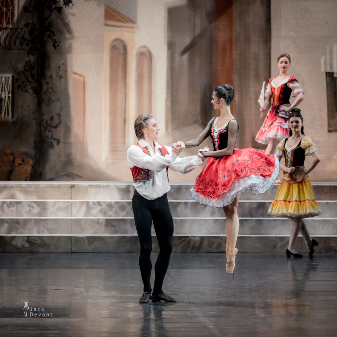 Oksana Kardash (Rus. Оксана Кардаш) as Kitri and Dmitry Sobolevsky (Rus. Дмитрий Соболевский) as Basil in Don Quixote