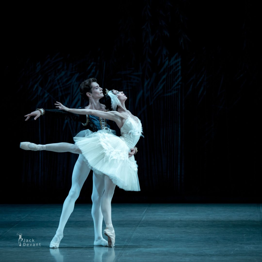 Polina Buldakova (Полина Булдакова) as Odette-Odile Oleg Kulikov in Swan Lake