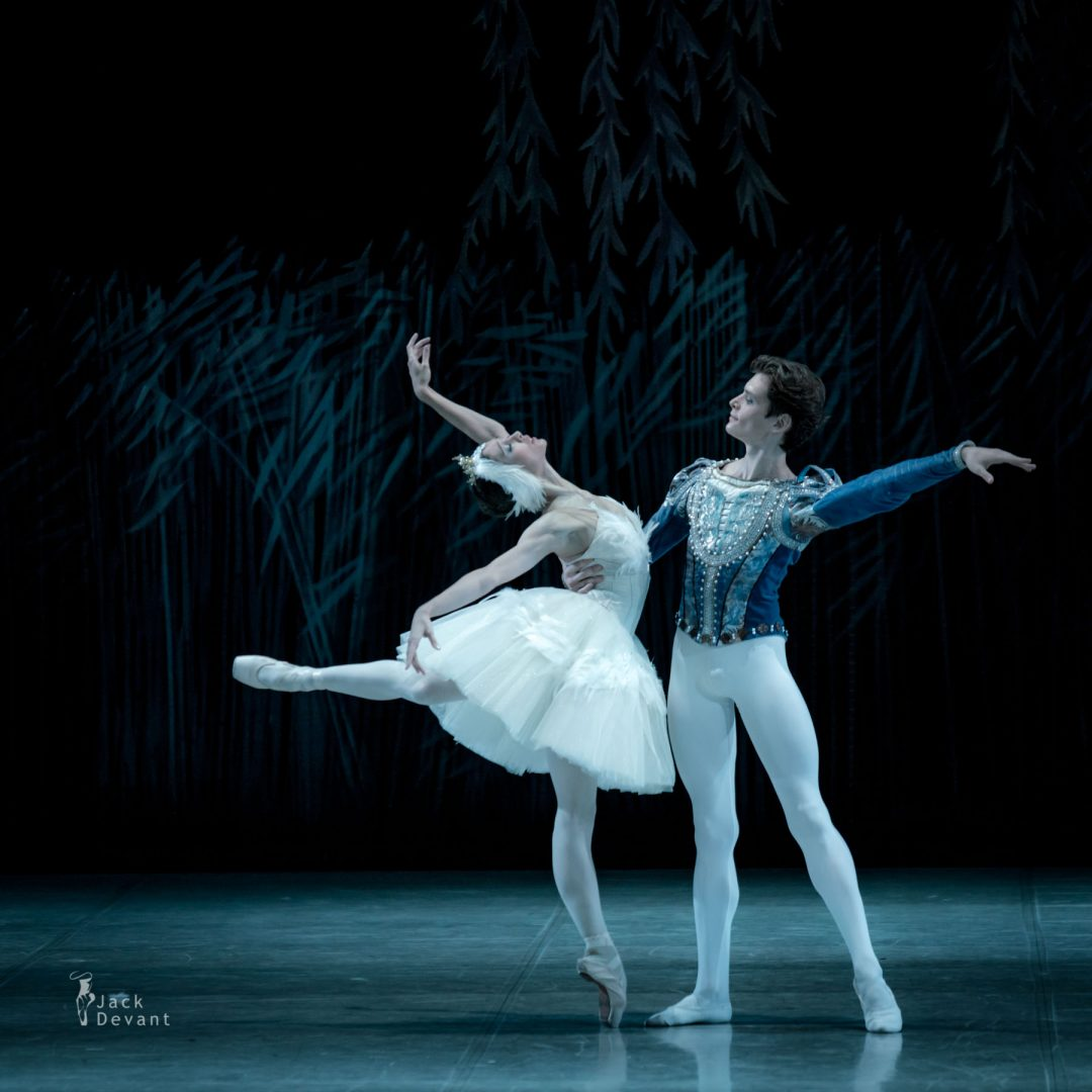Polina Buldakova (Полина Булдакова) as Odette Oleg Kulikov as Prince in act III